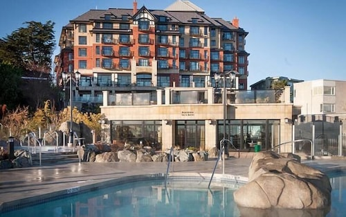 Oak Bay Beach Hotel - Adults Only