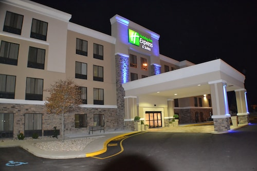 Great Place to stay Holiday Inn Express and Suites Indianapolis W- Airport Area near Indianapolis