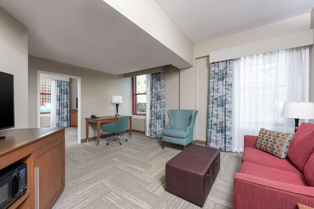 Living Area, Hampton Inn Indianapolis Dwtn Across from Circle Centre