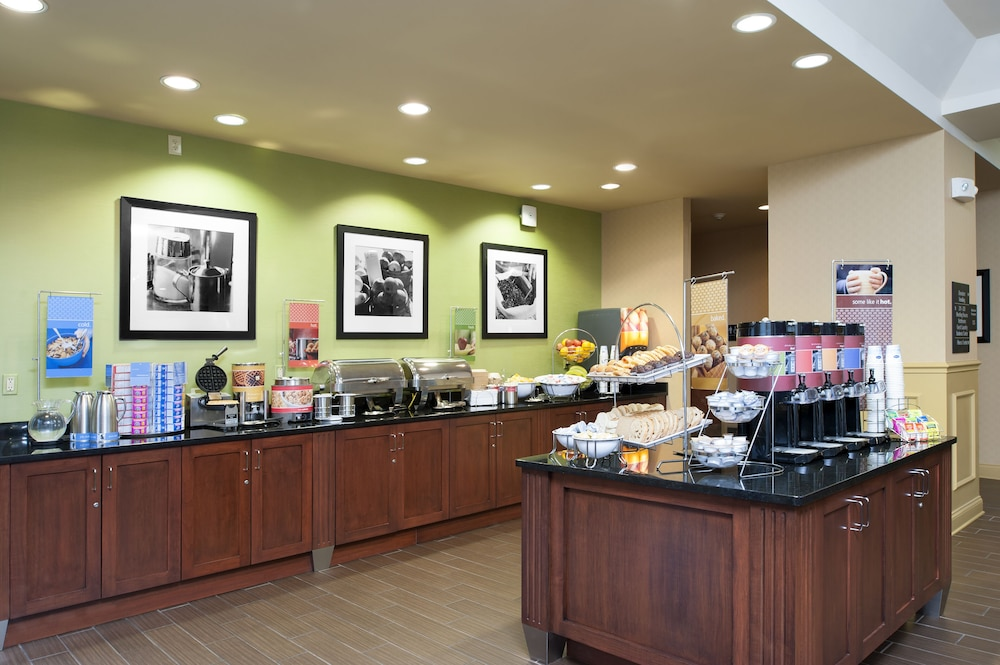 Breakfast Area, Hampton Inn Indianapolis Dwtn Across from Circle Centre