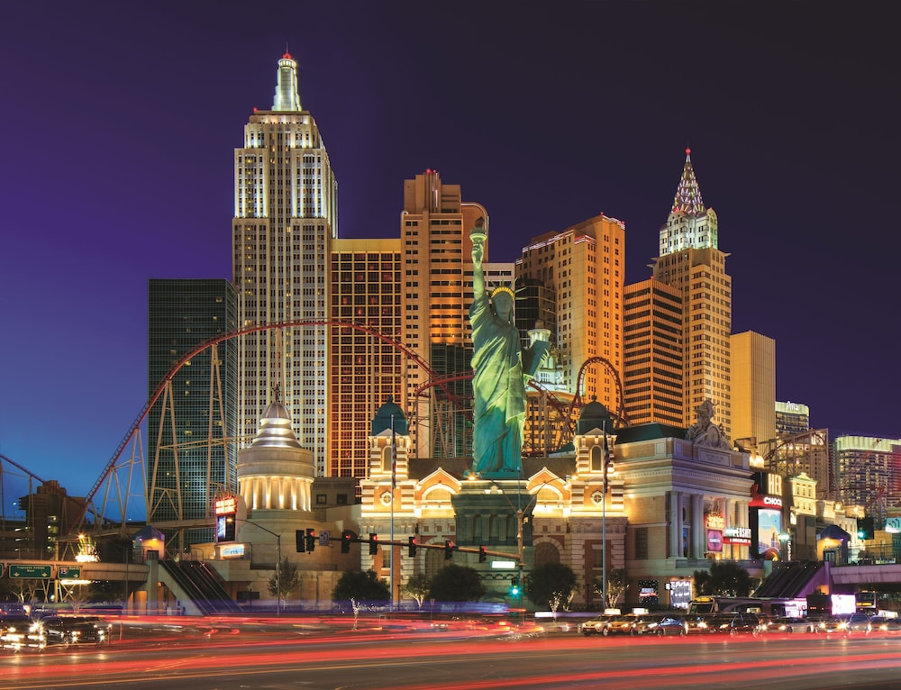 Book new york new york hotel casino las vegas hotel deals for New york new york on the town