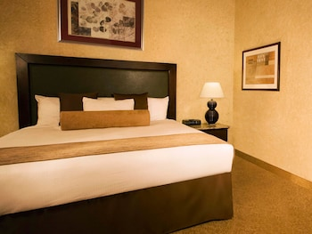Grand Suite, 1 King Bed - Guestroom