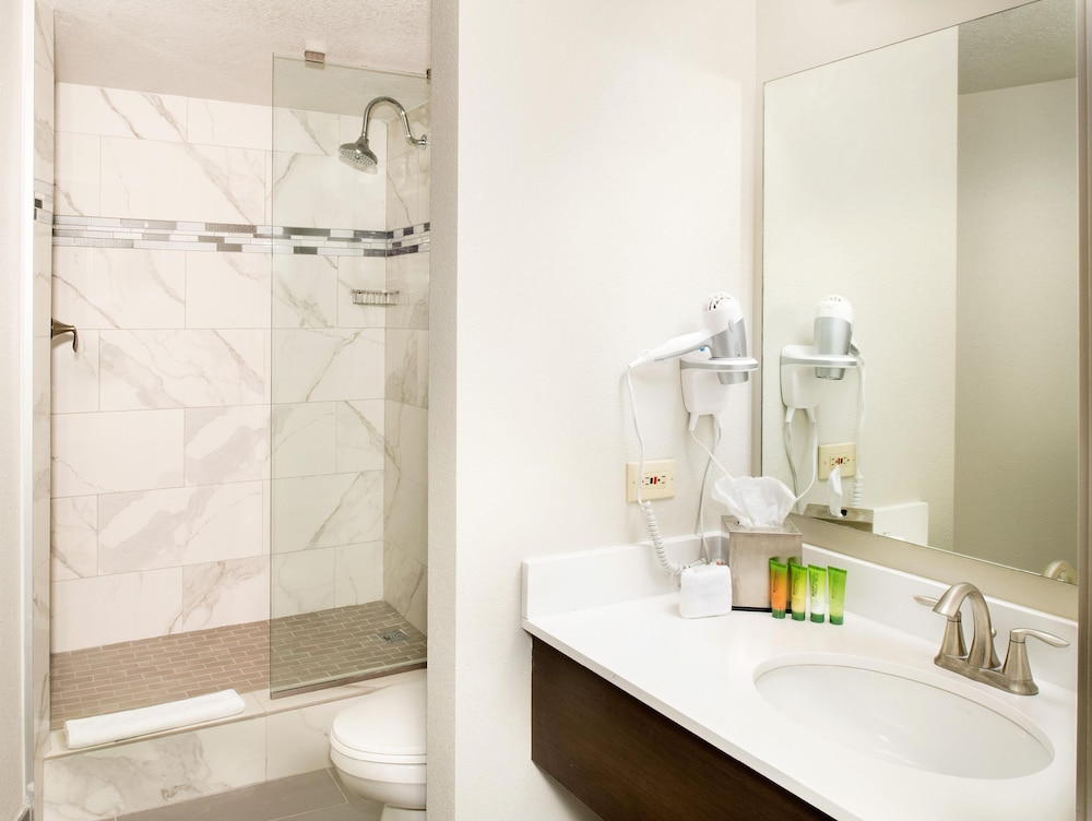 Bathroom, The STRAT Hotel, Casino & Skypod, BW Premier Collection