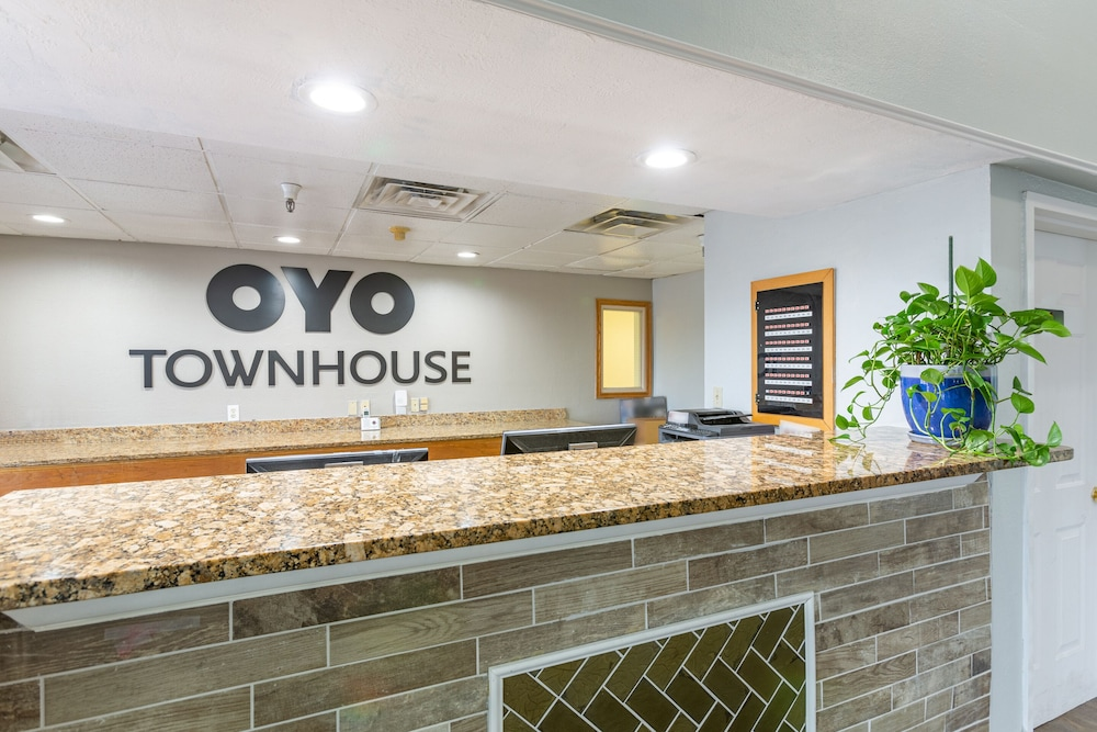 Reception, OYO Townhouse Tulsa Airport & Fairgrounds