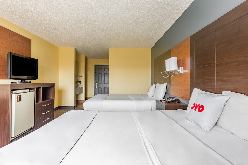 Room, OYO Townhouse Tulsa Airport & Fairgrounds