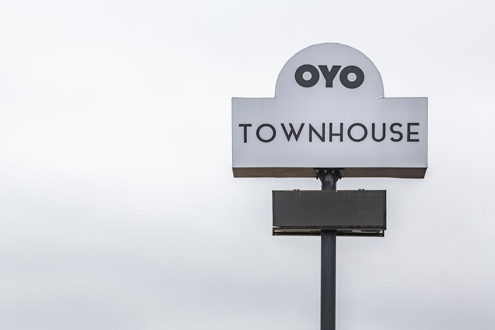 Exterior, OYO Townhouse Tulsa Airport & Fairgrounds