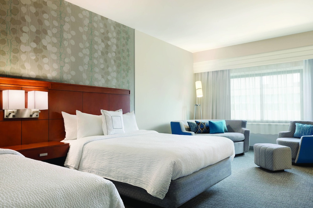 Room, Courtyard by Marriott Charlotte Airport North