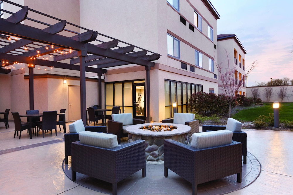 Terrace/Patio, Courtyard by Marriott Charlotte Airport North