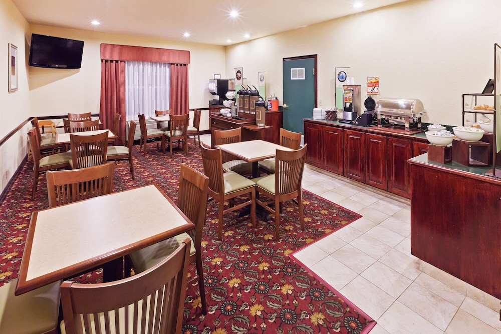 Breakfast Area, Country Inn & Suites by Radisson, Tulsa, OK