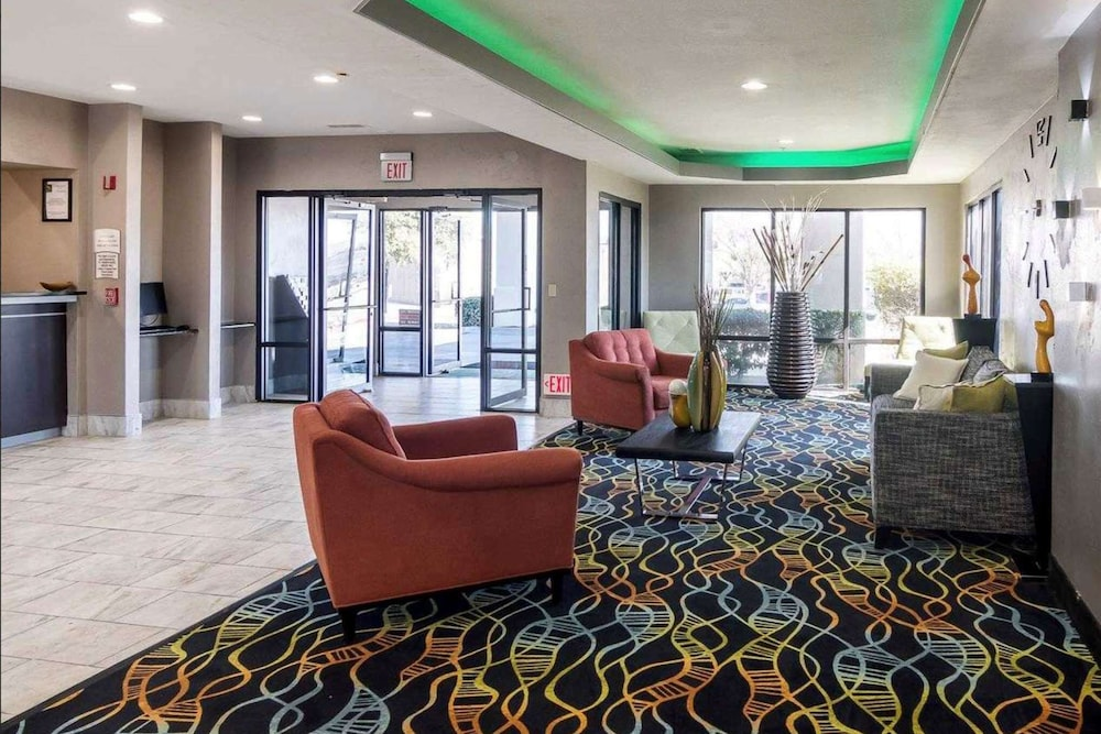 Lobby, Days Inn by Wyndham Fort Worth North / Fossil Creek