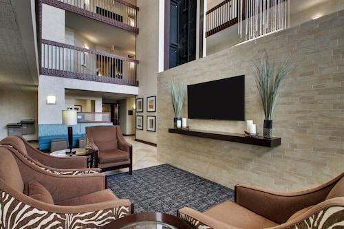 GreenTree Inn & Suites Houston Hobby Airport