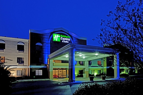 Great Place to stay Holiday Inn Express Hotel & Suites Greenville Airport near Greer