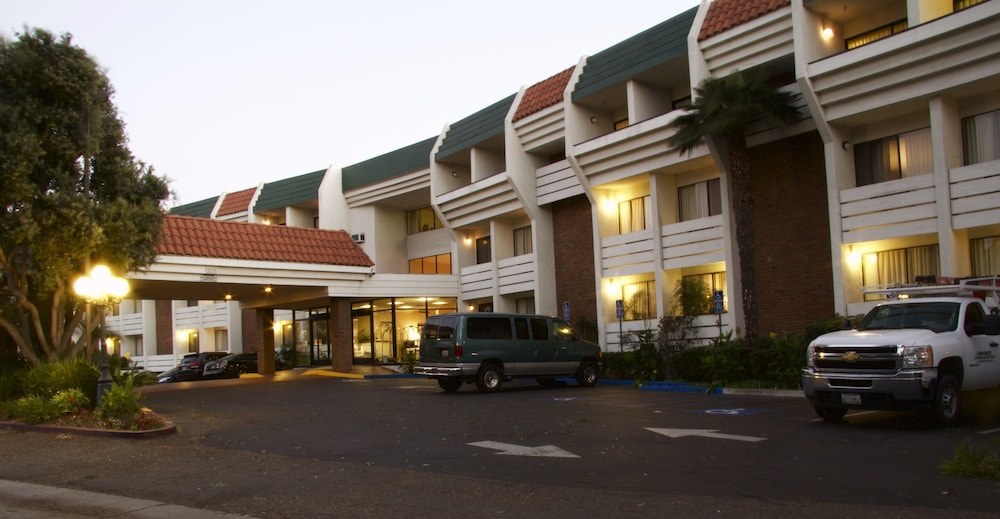Front of Property - Evening/Night, Amanzi Hotel