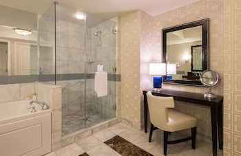 Augustus Executive Suite, 1 King Bed - Bathroom