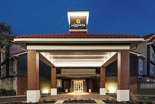 La Quinta Inn & Suites by Wyndham Austin Near The Domain