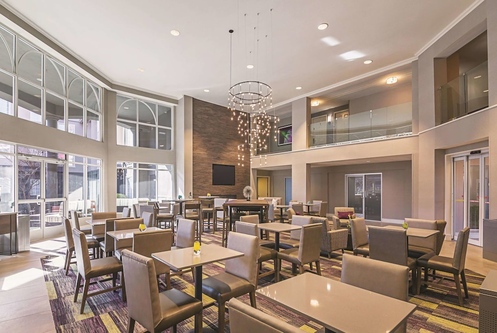 Dining, La Quinta Inn & Suites by Wyndham Austin Near The Domain