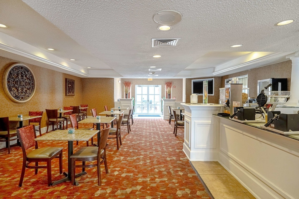 Breakfast Area, Quality Suites