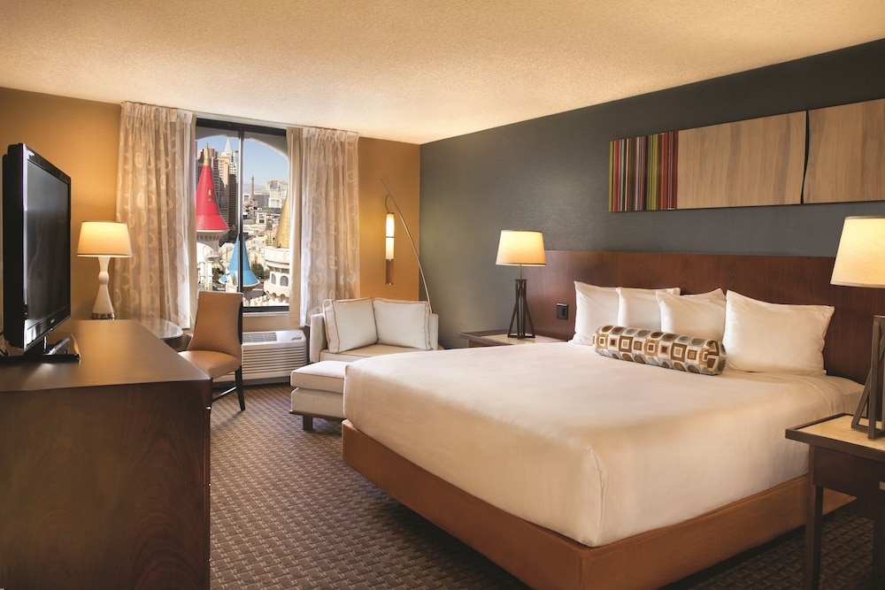 Excalibur Rooms Reviews