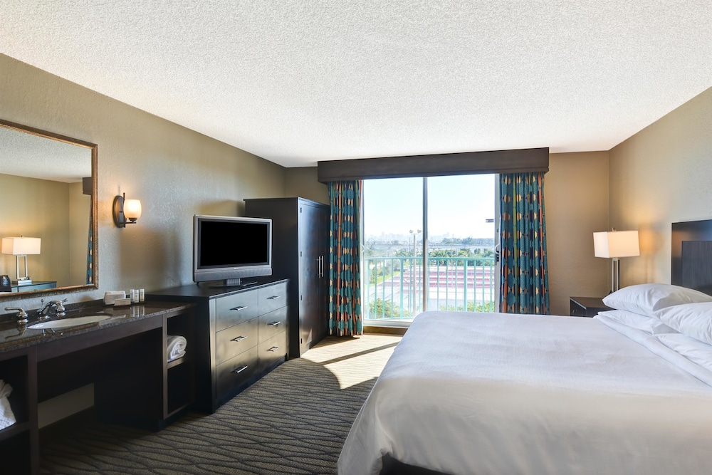 Room, Embassy Suites by Hilton Miami International Airport
