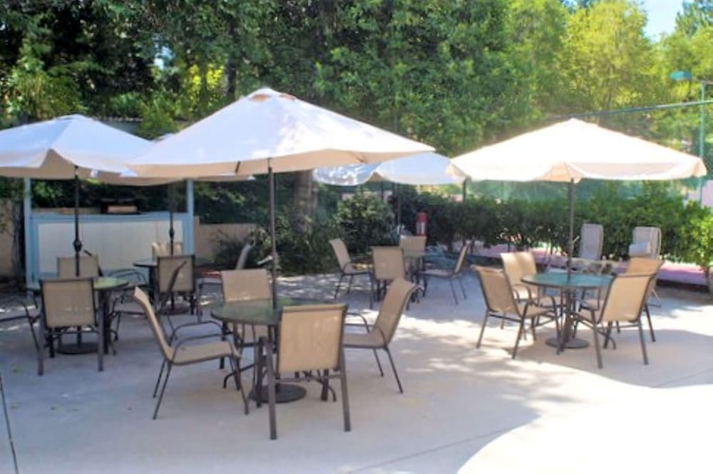 Terrace/Patio, North Bay at Lake Arrowhead