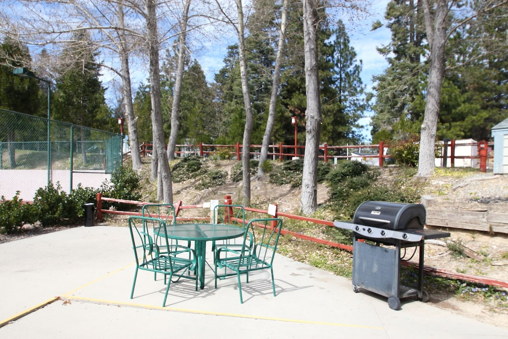 BBQ/Picnic Area, North Bay at Lake Arrowhead