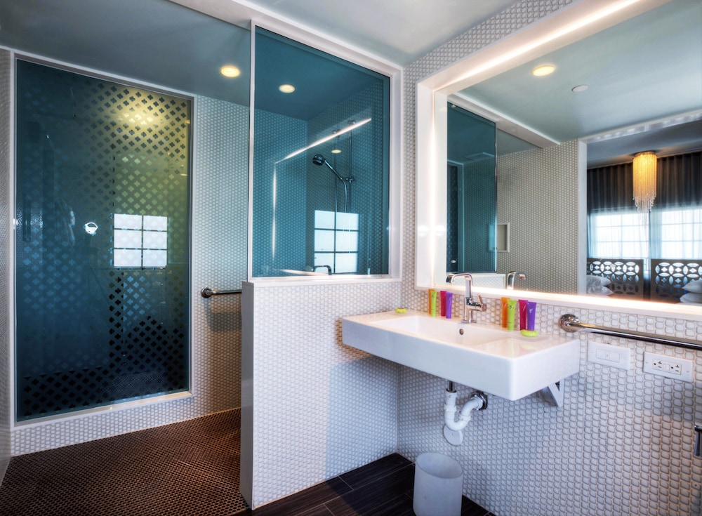 Bathroom, Dream South Beach