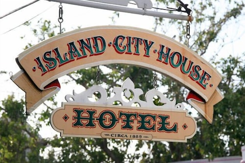 Exterior detail, Island City House Hotel