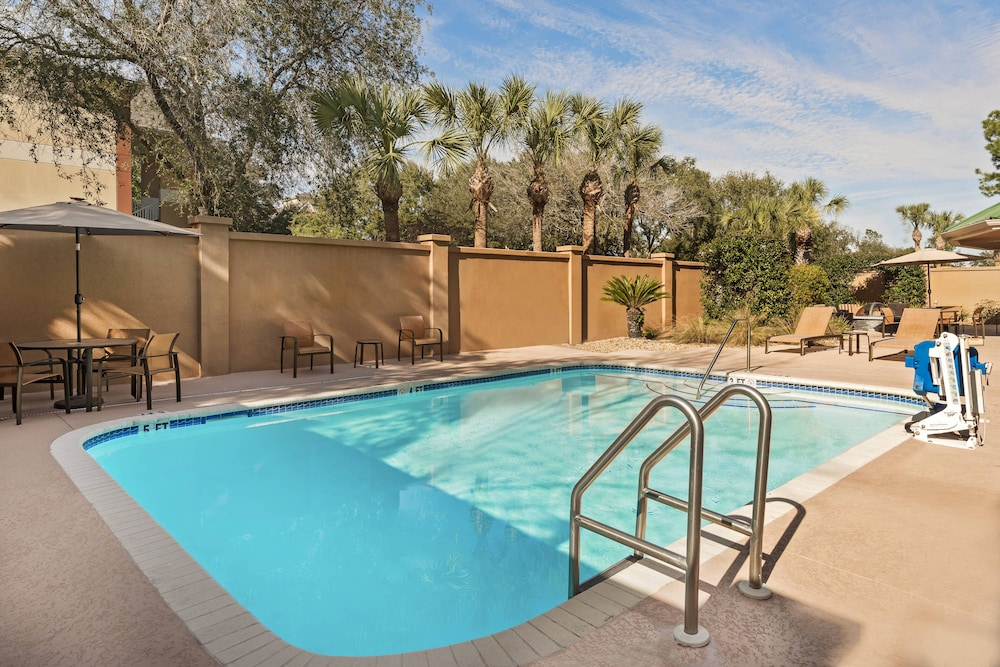 Pool, Courtyard by Marriott Gainesville