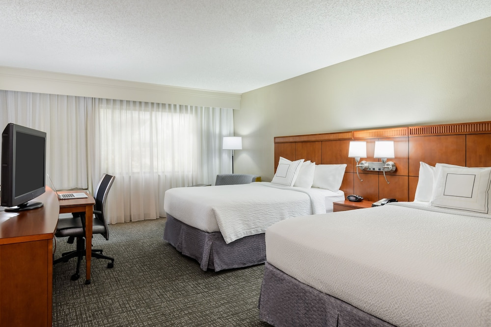 Room, Courtyard by Marriott Gainesville