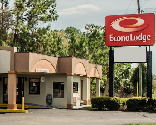 Check Expedia for Availability of Econo Lodge Crystal River
