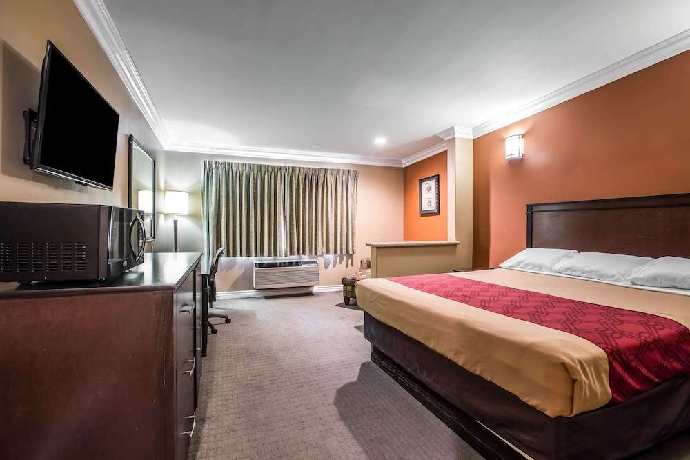 Room, Baymont by Wyndham Ontario