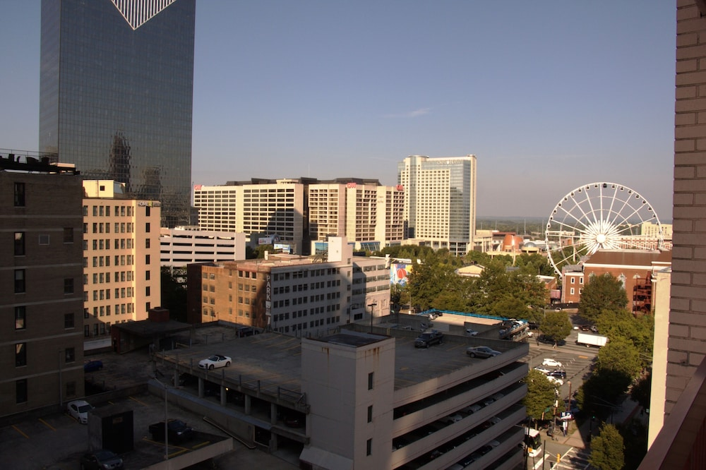 Downtown Atlanta Hotels With Balconies