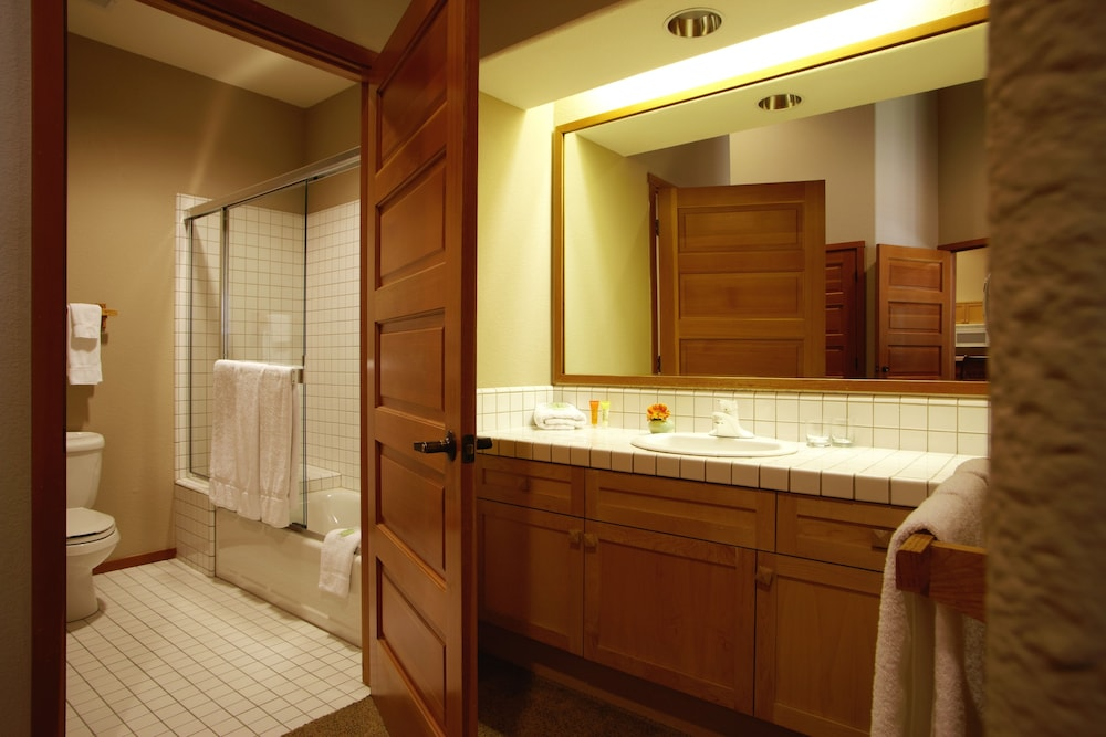 Bathroom, Squaw Valley Lodge