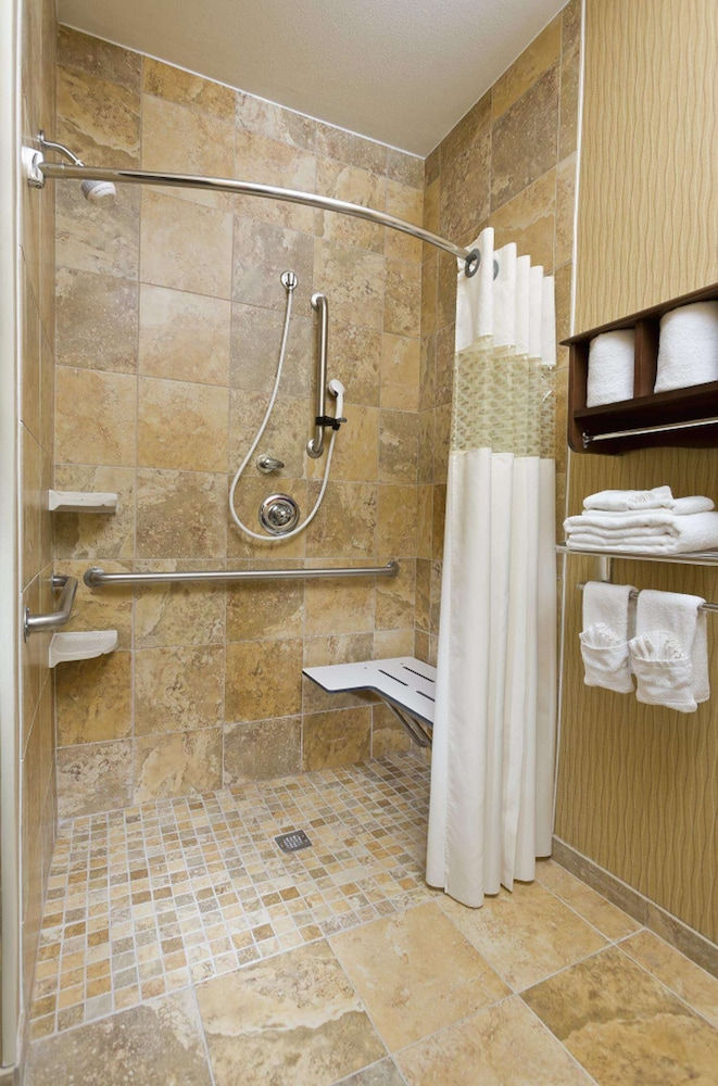Bathroom, Hampton Inn San Angelo