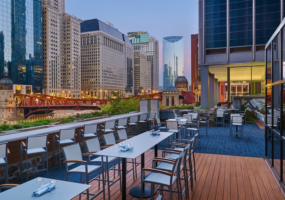 The westin chicago river north in chicago hotel rates for Hotels 60657