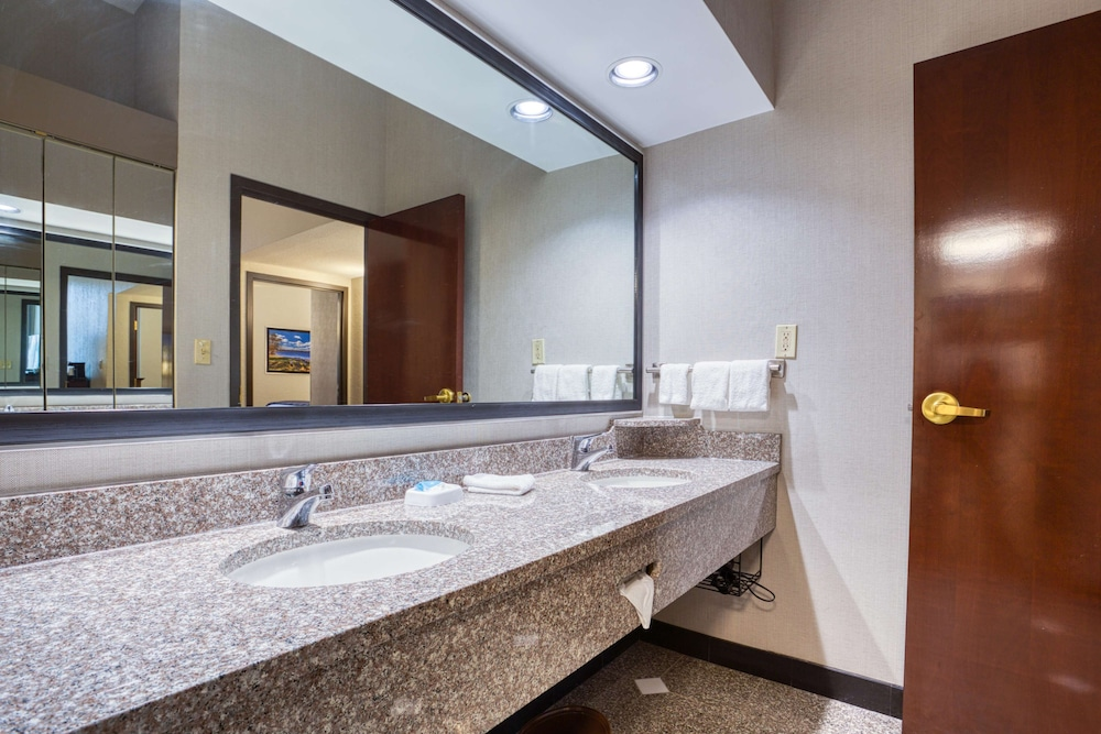 Bathroom, Drury Inn & Suites St. Louis Fairview Heights
