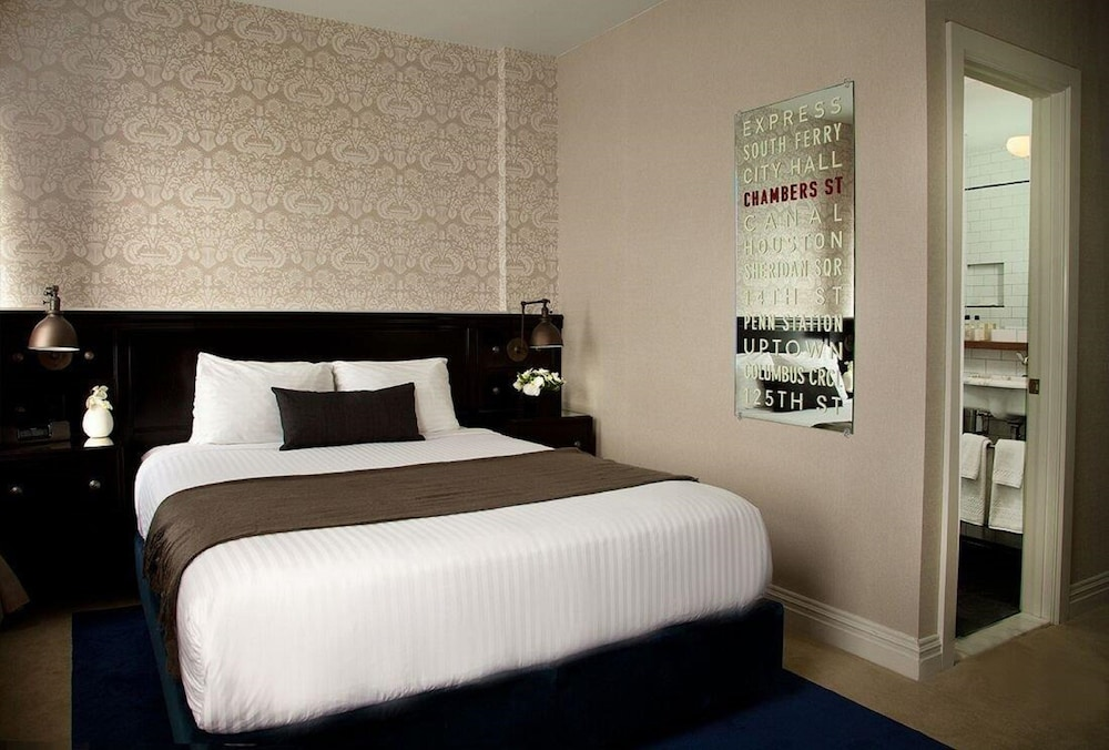 deluxe room 1 queen bed newly renovated - Tribeca Bedroom Set