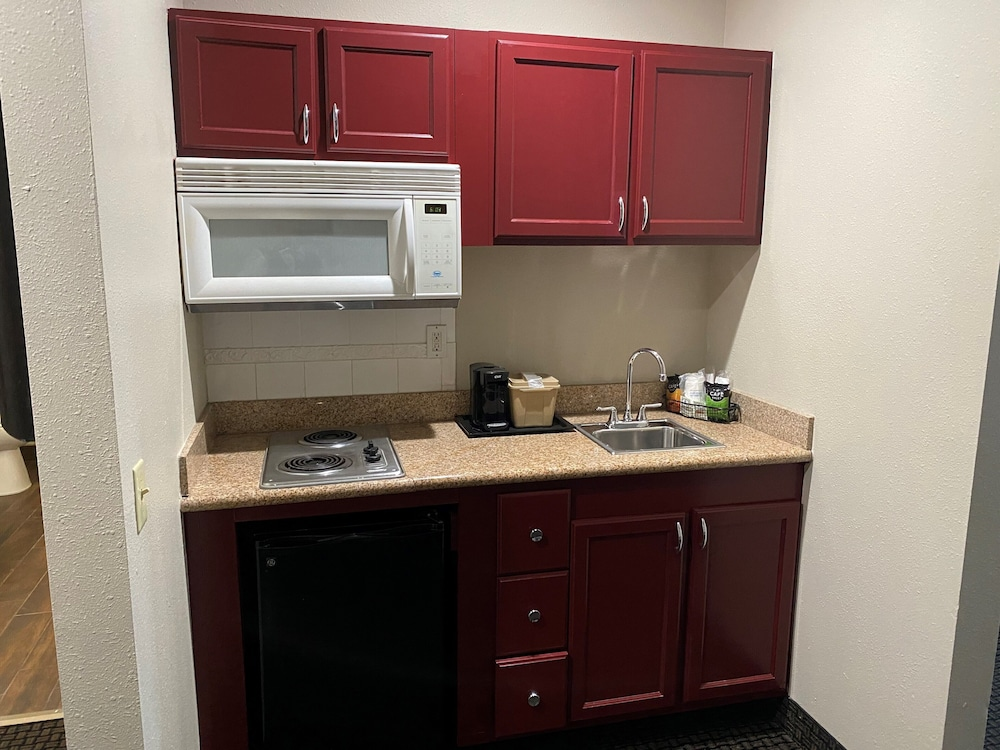 Private Kitchenette, Baymont by Wyndham Colorado Springs