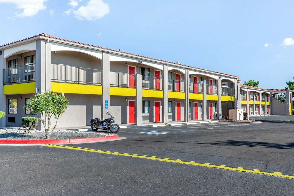 Exterior, Econo Lodge West - Coors Blvd