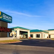 Quality Inn & Suites Moline - Quad Cities