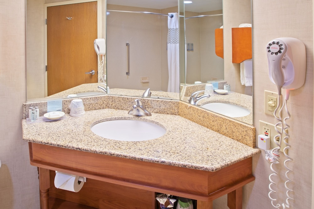 Bathroom, Hampton Inn Joliet I-80