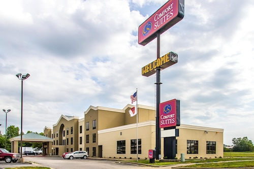 Check Expedia for Availability of Comfort Suites Effingham