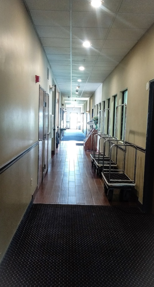 Hallway, Days Inn by Wyndham Collinsville