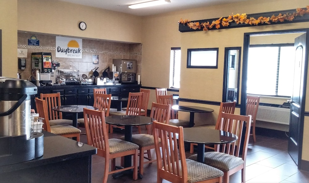 Breakfast Area, Days Inn by Wyndham Collinsville