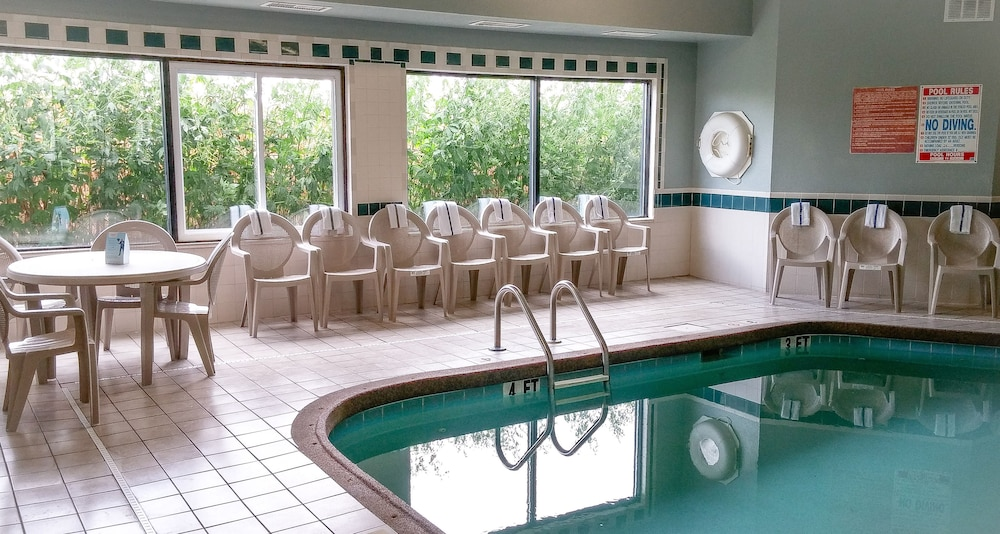 Indoor Pool, Days Inn by Wyndham Collinsville