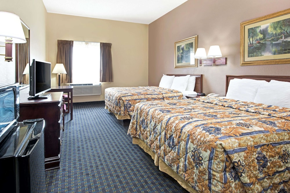 Room, Days Inn by Wyndham Collinsville
