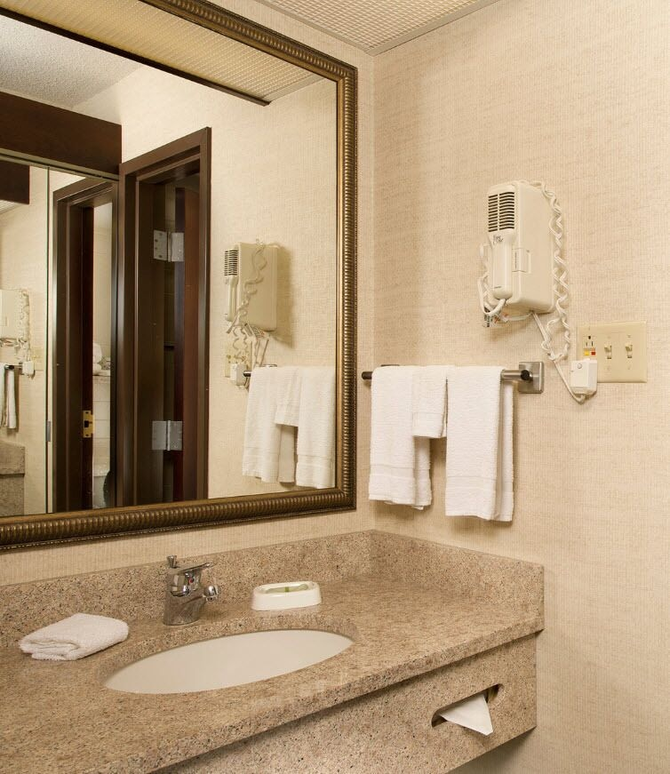 Bathroom, Drury Inn & Suites St. Louis Collinsville