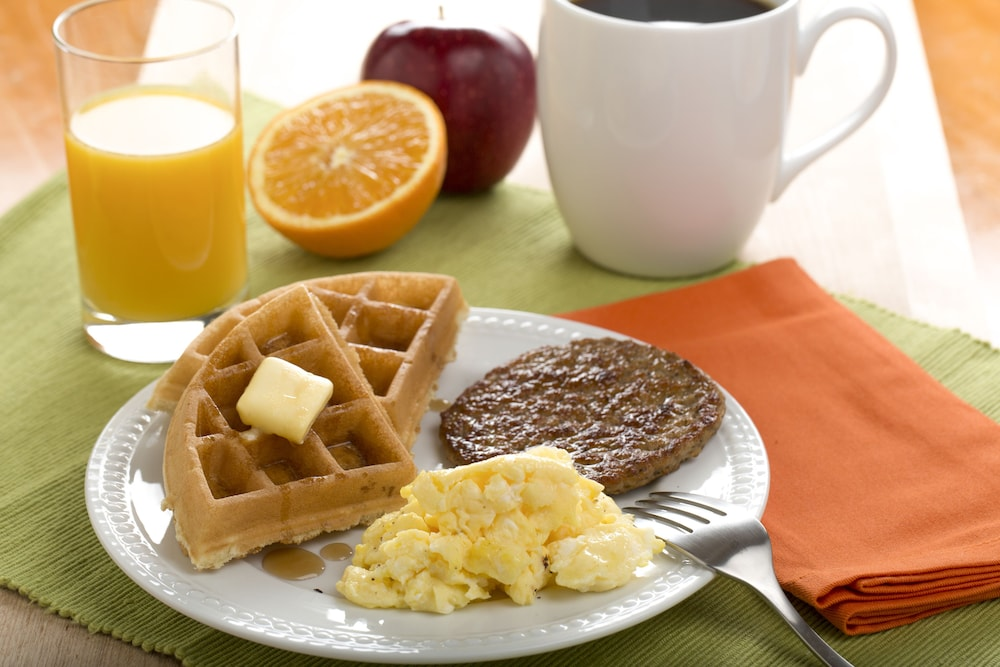 Breakfast buffet, Drury Inn & Suites St. Louis Collinsville