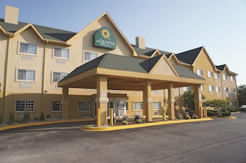 Bolingbrook Inn & Suites