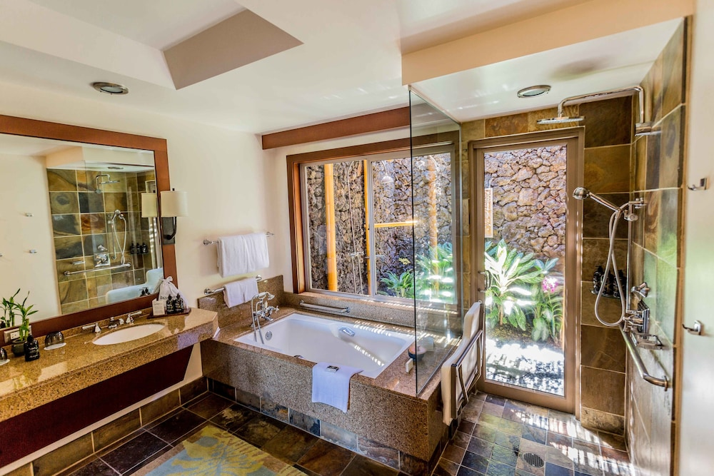 Bathroom, Four Seasons Resort Hualalai